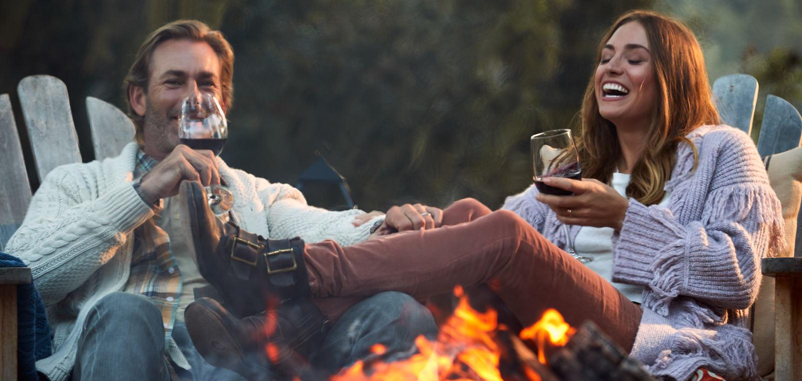 Carmel Valley Ranch_Lifestyle_Campfire_Couple_Cocktails_laugh_4029_GJ