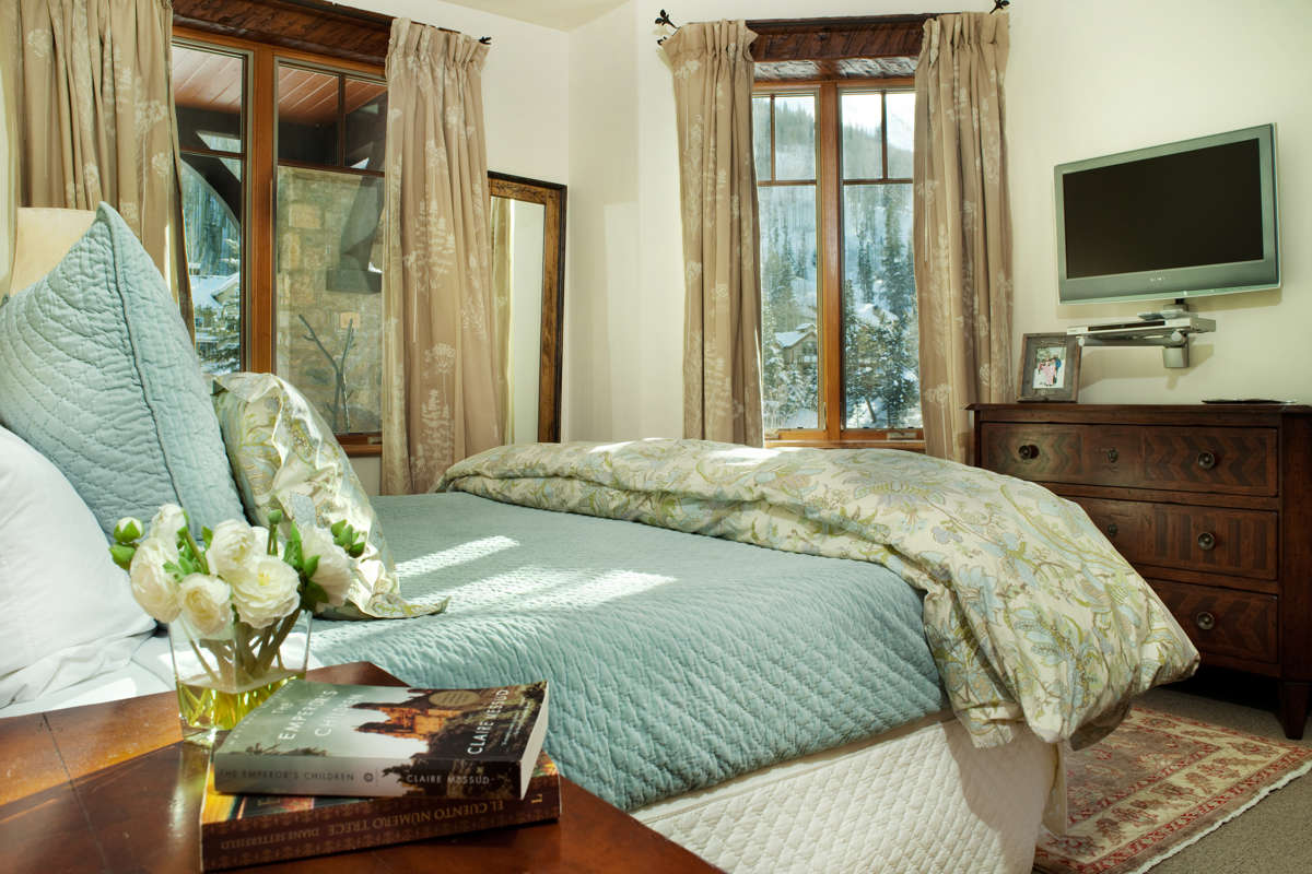 Gore Creek Place Guestroom