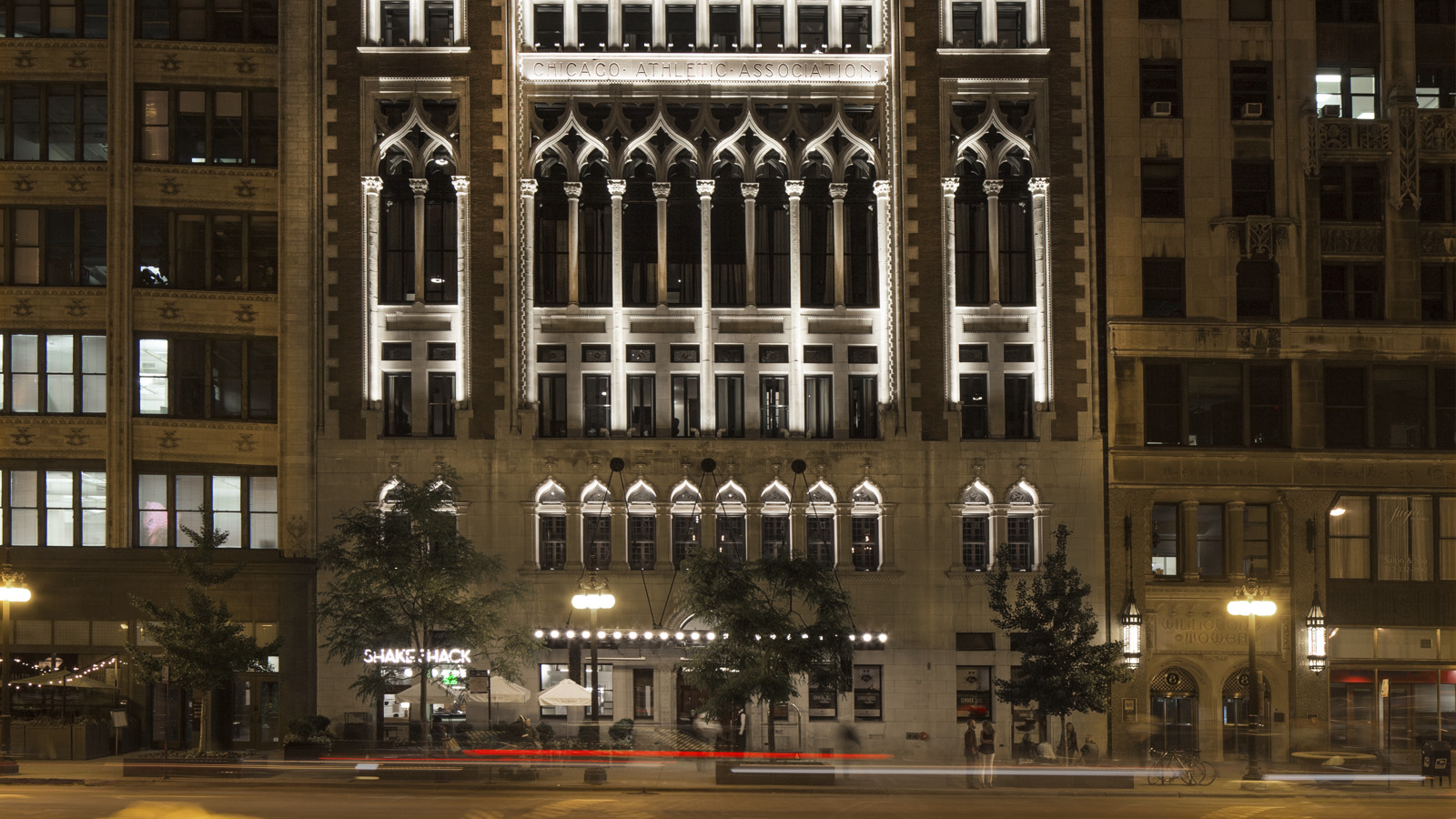 Merveilleux Chicago Athletic Association_Exterior_Night_Thomas Shelby