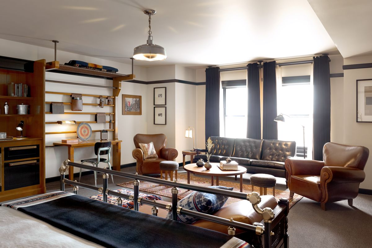 Chicago Athletic Association_Guest Room_Millennium Jr Suite_727_Thomas Shelby