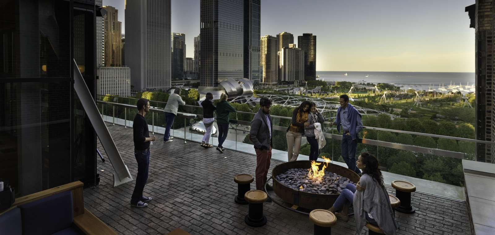 Chicago Athletic Association_Lifestyle_Cindy's_Fire pit_Thomas Shelby