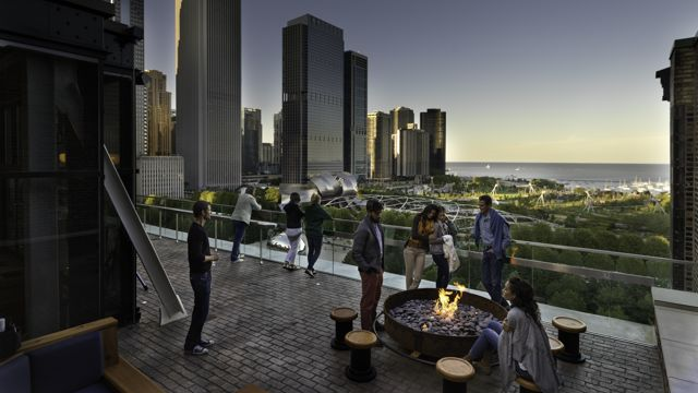 Chicago Athletic Ociation Lifestyle Cindy S Fire Pit Thomas Shelby