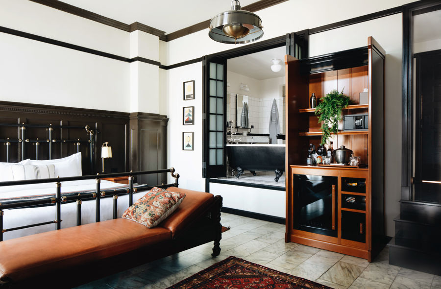 Chicago-Athletic-Association-1-King-Bed-Founders-Room-330-4