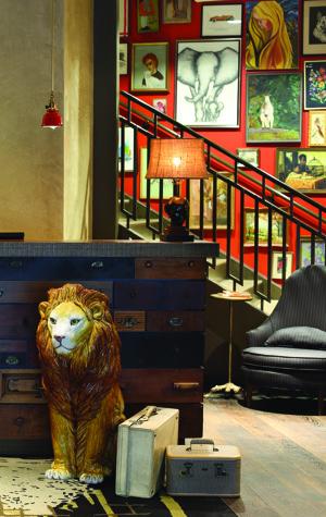 Lincoln Reception Lion Employee KI1113