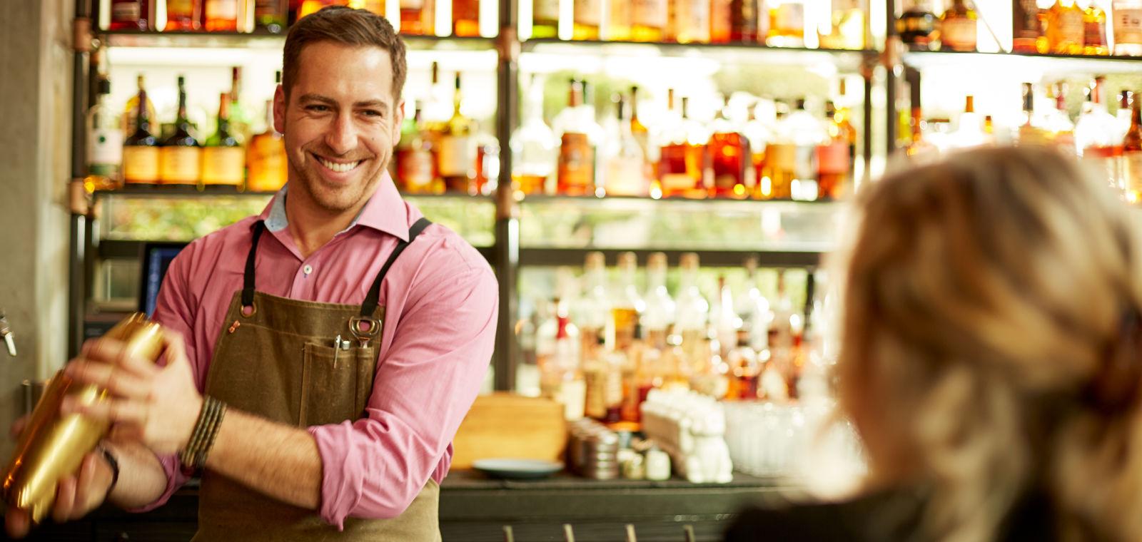 HotelKabuki_Lobby_Bar_Bartender32_Hero_Lifestyle_web
