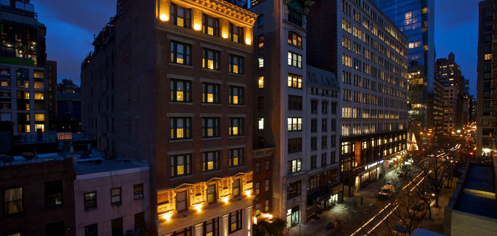 Exterior Of Park South Hotel At Night