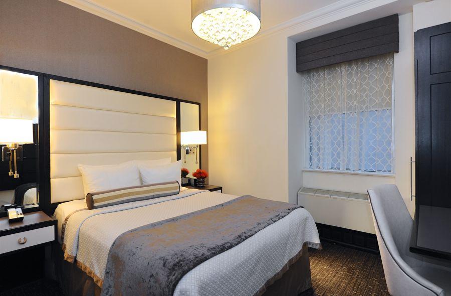Queen Bed In Superior Guestroom