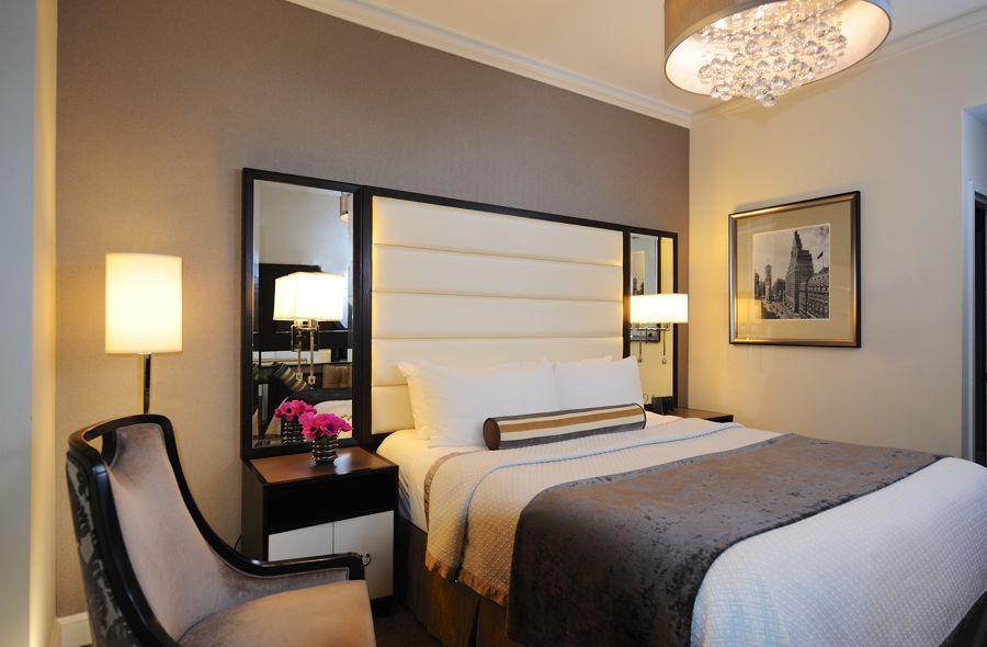 King Bed In Superior Guestroom