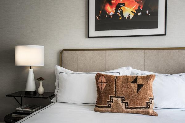 Talbott Hotel_Rooms_Standard Bedroom
