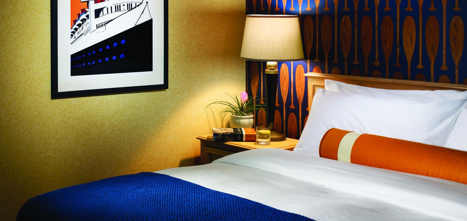 Waterfront Guestroom King 01 CR11058