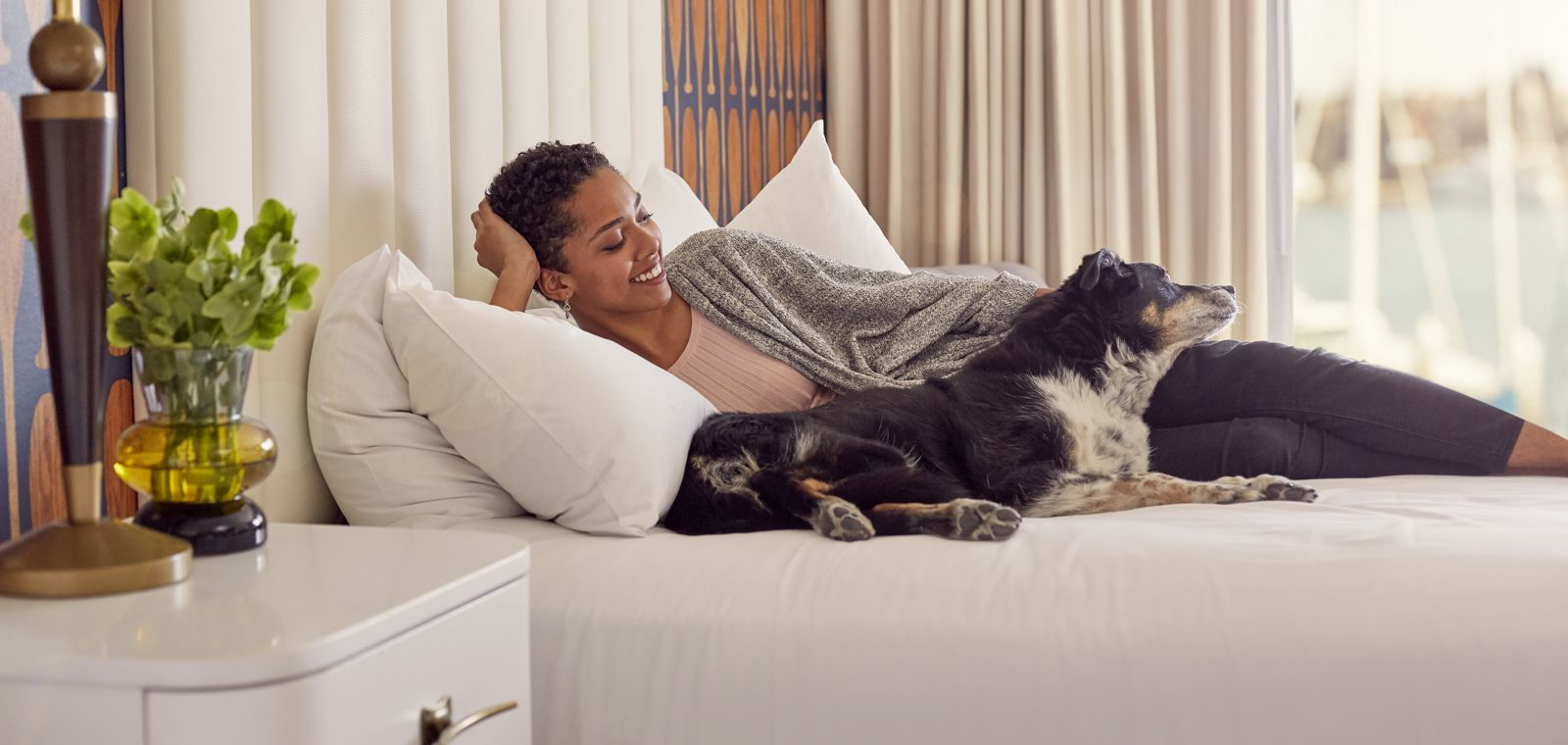 Waterfront-Hotel-Balcony-Lifestyle.tif